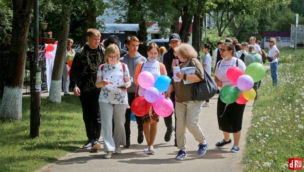 begushhaja-kniga-v-desnogorske-davydov-viktor-34-1024x580 27 мая десногорцы приняли участие во Всероссийской социокультурной акции «Бегущая книга»